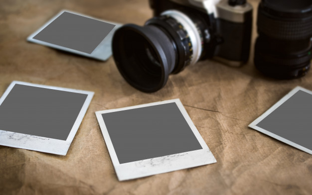 blank-photo-cards-photo-frame-vintage-texture-with-bluered-retro-camera-photography-mockup_43379-1271